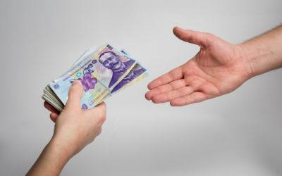 Contract de împrumut. Stipulație privind transferul unui imobil în situația nerambursării la scadență a sumei împrumutate. Nulitatea absolută a clauzei penale